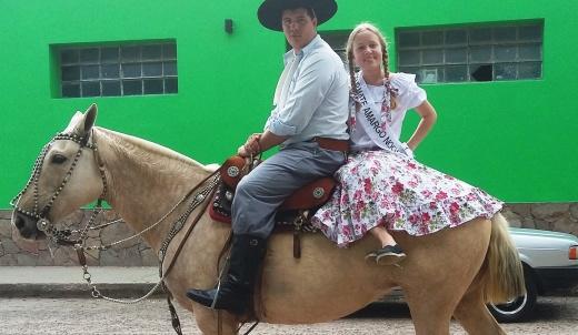 Mate Amargo participó del 9º Festival de Jineteada y Folklore en el Prado Español de Victoria