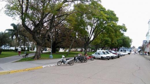 Falta de Estacionamiento: vecinos reclaman al Ejecutivo Municipal que haga cumplir la ley