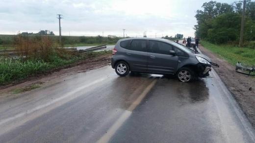 Un auto despistó y chocó el guardarraíl en zona de Antelo