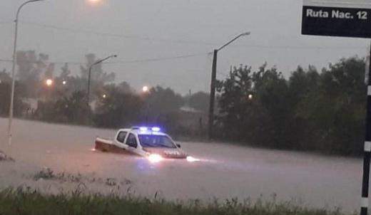 Las fuertes lluvias dejaron calles anegadas y familias evacuadas en Nogoyá