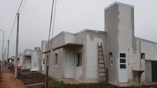 Con fondos provinciales se construyen viviendas en Hernández y otras cuatro localidades entrerrianas