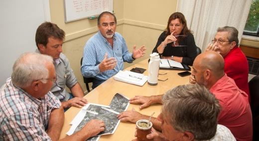 El gobiermo se reunió con productores de Nogoyá para coordinaron trabajos en caminos rurales